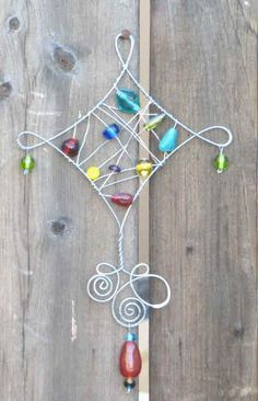 Love this wire work! Wire Crafts, Metal Crafts, Crafts To Make, Arts And Crafts, Diy Girlande, Wire Ornaments, Mobiles, Wire Art, Beads And Wire