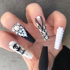 Bling Acrylic Nails, Best Acrylic Nails, Bling Nails, Swag Nails, Chanel Nails Design, Chanel Nail Art, Black And White Nail Designs, Black White, Gucci Nails
