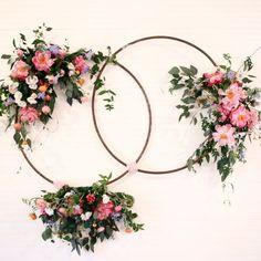 floral hoop wedding ceremony backdrop #weddingceremony