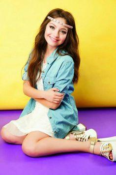 Karol Servilla Disney Channel, Foto Rap Monster Bts, Girl Decor, Fashion Tv, Sabrina Carpenter, Female Singers, Famous Women, Cool Outfits, The Incredibles