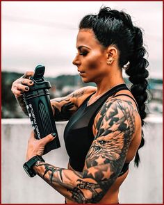 I'm always on the lookout for cool gym hairstyles that are also functional ! Here is and I'm loving her braid. You think I can rock this style ? Chest Piece Tattoos, Girl Arm Tattoos, Eagle Tattoos, Body Art Tattoos, Tattoos For Women, I Tattoo, Sleeve Tattoos, Duck Tattoos, Tatoos