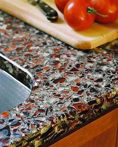 """Las encimeras Vetrazzo están hechas de vidrio reciclado. Son superficies """"verdes"""" de varios colores que ofrecen una posibilidad para decorar la cocina de una manera muy elegante. La reutilización d..."""