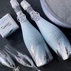 Wedding Unity Candles, Wedding Champagne Flutes, Wedding Bottles, Wedding Glasses, Wedding Crafts, Diy Wedding, Wedding Day, Wedding Gifts For Guests, Wedding Sets