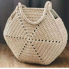 Aprenda a fazer essa linda bolsa em crochÊ Crochet Diy, Crochet Motif, Crochet Designs, Crochet Stitches, Baby Knitting Patterns, Crochet Patterns, Crochet Handbags, Crochet Purses, Crochet Market Bag