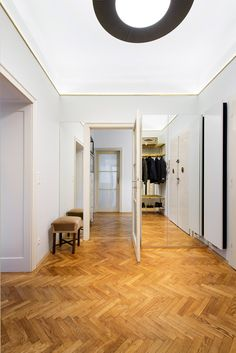 IFUB uncovers parquet flooring in 1930s Art-Deco apartment