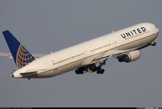United Airlines N59053 Boeing 767-424/ER aircraft picture