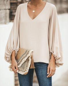 Traje Casual, Winter Blouses, Moda Vintage, Loose Shirts, Loose Tops, Casual Tops, Neue Trends, Chiffon Tops, Chiffon Shirt