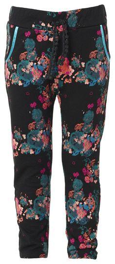 Jogginghose Lois    Mädchen-Jogginghose Lois von Noppies mit geradem Schnitt und durchgehendem Blumenmuster. Mit farblich abgesetzten Taschen und Zugbändchen am Bund.    Material: 100% Baumwolle...