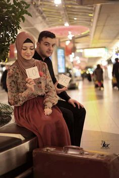 """Find and save images from the """"MUSLIM"""" collection by Hayati Sandy (Hayatijanan) on We Heart It, your everyday app to get lost in what you love. Cute Muslim Couples, Muslim Girls, Cute Couples, Wedding Mint Green, Green Weddings, Hijab Wear, Muslim Family, Muslim Hijab, Romantic Pictures"""