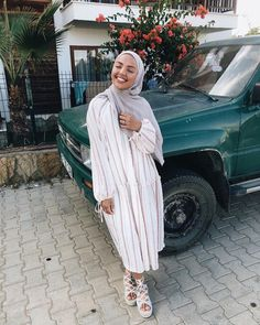 Your scarf is central to the bit while in the apparel of ladies with hijab. Hijab Fashion Summer, Modern Hijab Fashion, Street Hijab Fashion, Hijab Fashion Inspiration, Muslim Fashion, Modest Fashion, Fashion Outfits, Modest Summer Outfits, Modest Dresses