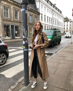 Street Style Summer, Autumn Street Style, Autumn Winter Fashion, Spring Fashion, Look Fashion, Fashion Outfits, Look Office, Outfit Invierno, Scandinavian Fashion