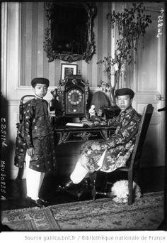 Le jeune Empereur d'Annam Bao Daï avec son jeune Cousin le jeune Prince Vinh Cann : [photographie de presse] / Agence Meurisse