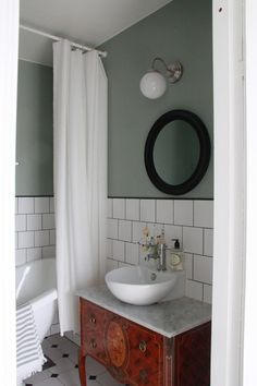 This kind of photo is surely an inspirational and splendid idea Beautiful Interior Design, Classic Interior, Bathroom Interior Design, Home Interior, Bathroom Inspiration, Interior Inspiration, Ikea Lamp, Laundry Room Design, Downstairs Bathroom