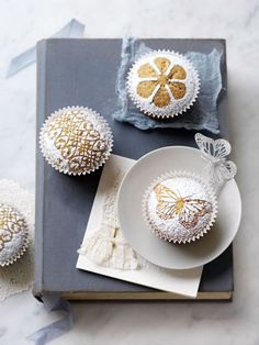 yummy idea - use lace as a stencil for cupcakes, then sprinkle powdered sugar over lace to create a pretty design!