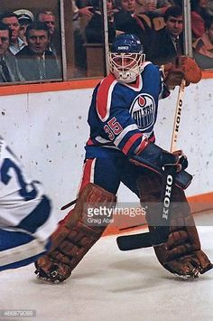 andy-moog-of-the-edmonton-oilers-clears-the-puck-against-the-toronto-picture-id466879088 (406×612) Field Goal Kicker, Nhl, Toronto Pictures, Hockey Games, Edmonton Oilers, National Hockey League, Lady And Gentlemen, Kids Playing, Orange
