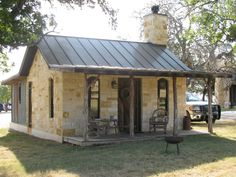 home interiors dream Cottages And Bungalows, Small Cottages, Small Cabins, Backyard Guest Houses, Backyard Sheds, Texas House Plans, Stone Houses, Rock Houses, Mason Homes