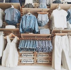 Hey 💗💕 Do You Like Brandy Melville ? Clothing Store Displays, Clothing Store Design, Clothing Racks, Clothing Stores, Boutique Decor, Boutique Interior, Boutique Stores, Brandy Melville Outfits, Brandy Melville Stores