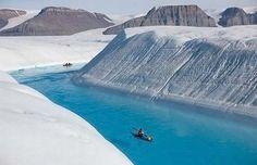 Kayak en medio del hielo