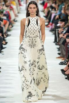 Valentino Spring/Summer 2018 Ready To Wear | British Vogue