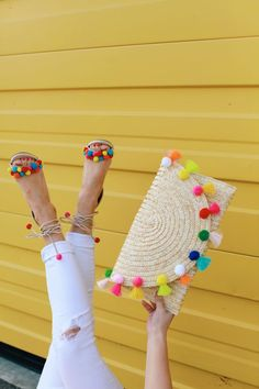 From Whitney: This is such a FUN clutch! I love pom pom details. Pom Pom Clutch, Pom Pom Sandals, Pom Poms, Pochette Diy, Pom Pom Crafts, Red Sole, Crochet Bags, Diy Clothes, Purses And Bags