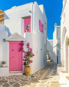 Beautiful island of Paros : Valantis Minogiannis