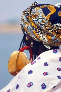 Africa   Fulani woman detail.  Diafarabe, Mali   ©Axel Fassio //: