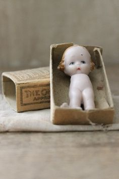 a n t i q u e match box baby-tiny german doll