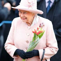 5 fashion lessons from the Queen | Written By Penny Travers | 2 February 2015 | Forget Kate Middleton, we could all learn a fashion tip or two from Her Majesty the Queen.