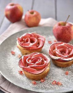 Pie recipes 322570392039274351 - Octobre apple rose Source by amusesbouche Easy Desserts, Delicious Desserts, Dessert Recipes, Yummy Food, Apple Recipes, Baking Recipes, Sweet Recipes, Apple Roses, Valentines Day Food