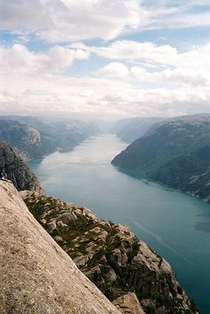 vadur:  preikestolen24_sml by Laura Dempsey on Flickr.