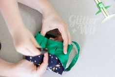 A tutorial by Glitter+Wit to accompany the Hummingbird Dress, Romper, and Pantsuit patterns by Rabbit Rabbit Creations. Enclosed waist seam tutorial.