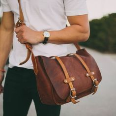 Isnt this Messenger Bag astonishing to have one