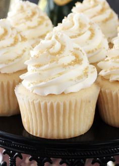 These champagne cupcakes are guaranteed to be the star of your dessert table! Decorate the moist and delicious cupcakes with vanilla frosting, and add gold sprinkles for an extra sparkle. Photo credit: Life, Love and Sugar New Year's Desserts, Delicious Desserts, Dessert Recipes, Yummy Food, Plated Desserts, Gourmet Cupcake Recipes, Delicious Cupcakes, Baking Recipes, Food Cakes