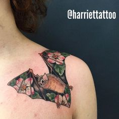 Printed Bat Tattoo for Her. Girly girls want something meaningful yet girly and that tattoo is a great inspiration for them. Pretty Tattoos, Unique Tattoos, Beautiful Tattoos, Piercings, Piercing Tattoo, Design Tattoo, Tattoo Designs, Tattoo Studio, Body Art Tattoos