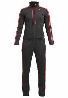 d946794c81ac5 Conjuntos Deportivos El chándal se ha convertido en una prenda utilizada  por una gran mayoría de mujeres