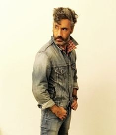 34 Times Taika Waititi Had The Best Damn Social Media In 2017 (No one should be able to pull off double denim. Why are you like this?)