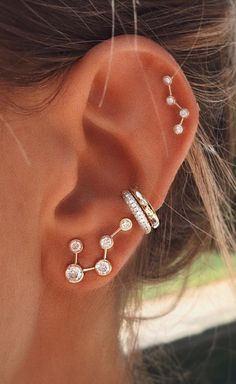 Pierced ears are a typical trend today. This piercing can be a technique performed mostly for cosmetic reasons. In the ear piercing busines. Piercings Lindos, Cute Ear Piercings, Body Piercings, Cartilage Piercings, Ears Piercing, Cartilage Hoop, Tongue Piercings, Daith, Piercing Tattoo