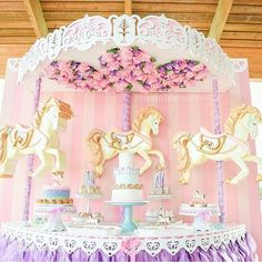 @tuttibambini_events styled this gorgeous carousel party! What a magical theme!