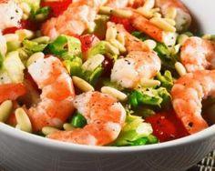 Salade fraîche de crevettes aux tomates et pignons de pin