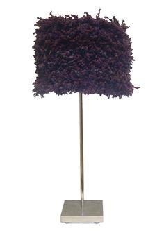 Fluffy. Realizada en lana con pie de metal.