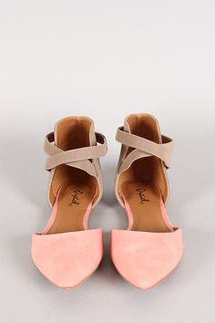 Dear stylist I would love a pair of shoes like this .Sweet, soft blush Qupid Two Tone Pointy Toe Flat Crazy Shoes, Me Too Shoes, Cute Shoes Flats, Flat Shoes Outfit, Shoes Heels, Daily Shoes, Mode Shoes, Pointy Toe Flats, Pointed Flats