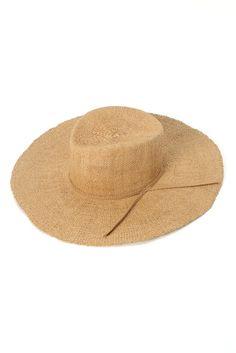 ANTHONYPETO PAPER STRAW HAT ANTHONYPETO PAPER STRAW HAT 23760 2016SS ANTHONY PETOアンソニーペト 1992年パリで自身のブランドをスタートロンドンで生まれ1986年パリに移住 老舗帽子店 MARIE MERCIE の一員となる トラディショナルなデザインを現代の感覚や素材等で新たに蘇らせることを得意とし今のスタイルに取り入れやすい帽子を提案しています この製品は素材法制の特性上着帽を繰り返すうちに型崩れします使用後は形を整え風通しの良い場所に保管してください