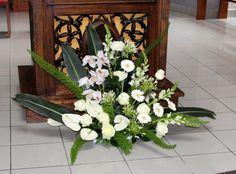 Fleurs de l'église pour un mariage - Pied de l'autel Flower Power, Flower Arrangements, Table, Art Floral, Flowers, Plants, Wedding, Rose Flower Arrangements, Wedding Bouquet