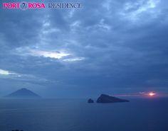 La Suggestione qui è di casa anche con il cielo Coperto. Vista delle Isole Eolie da Furnari (ME)