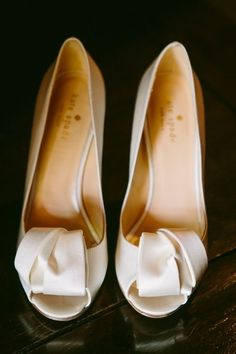 ZsaZsa Bellagio: Pretty Stuff //kate spade - These may just be my wedding day shoes someday! Bride Shoes, Wedding Shoes, Wedding Gowns, Kate Spade Bridal Shoes, Cute Shoes, Me Too Shoes, Trendy Shoes, Bridal Heels, Bridal Style