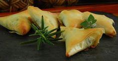 Paquetitos de masa filo rellenos de espinacas y queso de cabra