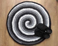 Most recent Absolutely Free Crochet rug spiral Thoughts Crochet round rug, Spiral Crocheted Rug cm), T-shirt yarn rug, Handmade Rug, zpagetti ya Spiral Crochet, Crochet Round, Double Crochet, Crochet Hats, Irish Crochet, Free Crochet, Tshirt Garn, Crochet Rug Patterns, Swirl Pattern