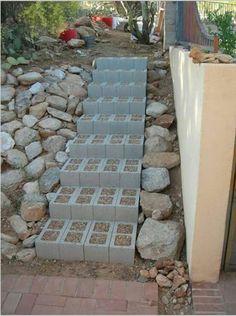 Utilizando bloques de cementos con arena, pueden ser piedritas en los centros.  Para el jardín convertidos en escalera.