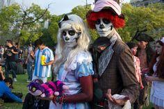 """Zombie Walk Argentina 2016 - Evento solidario a beneficio de """"Comedor los Piletones""""   La Zombie Walk en la ciudad de Buenos Aires cumple 9 años y será el domingo 27 de noviembre con actividades desde las 10:30 horas en Plaza San Martín (Retiro) desde donde se partirá en desgarbada caminata a las 12:00 hs hasta Parque Thays (Recoleta) donde se llevaran adelante todas las actividades y espectáculos.  Se trata de una PACIFESTACIÓN reunión pública festiva y pacífica de gente que desfila…"""