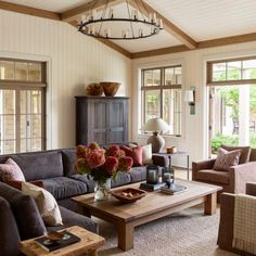 〚 Lots of wood and cozy relax areas: country house on San Juan island 〛 ◾ Photos ◾Ideas◾ Design Living Room Decor, Living Spaces, Living Rooms, Beautiful Beach Houses, Beautiful Homes, Waterfront Homes, Living Room Inspiration, Beautiful Interiors, House Tours